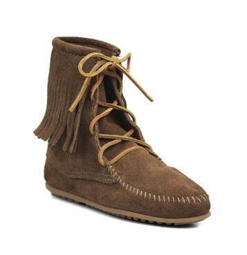 冬天深棕色短靴搭配图片