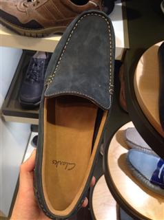 Clarks 新款男鞋 休闲鞋  厚实皮质 很柔软