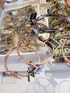 依美尚品 Juicy Couture 字母马蹄扣 腰带式手镯 多色 直邮37
