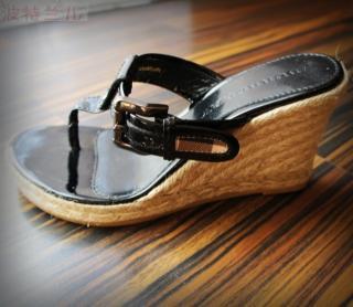 美国直邮BURBERRY巴宝莉经典黄格子坡跟人字拖凉鞋4折现货!