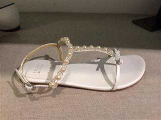 小MO美代直邮正品STUART WEITZMAN 珍珠蝴蝶结工字夹脚凉鞋