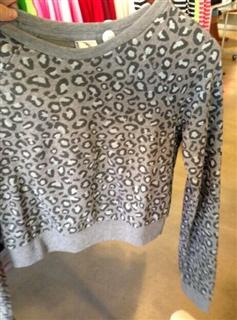 AF 搭配打底衫的短款圆领豹纹卫衣,长度在胸下,腰上,搭配各色打底衫,显腰身的,XS,S,M,修身款