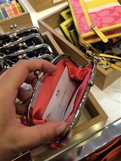 依美尚品 COACH 65657 漆皮LOGO花朵别扣款可爱硬币包零钱包女包