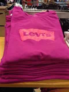 Levis 女生T恤 多种颜色